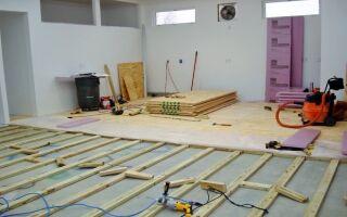 Как постелить фанеру на бетонное основание?