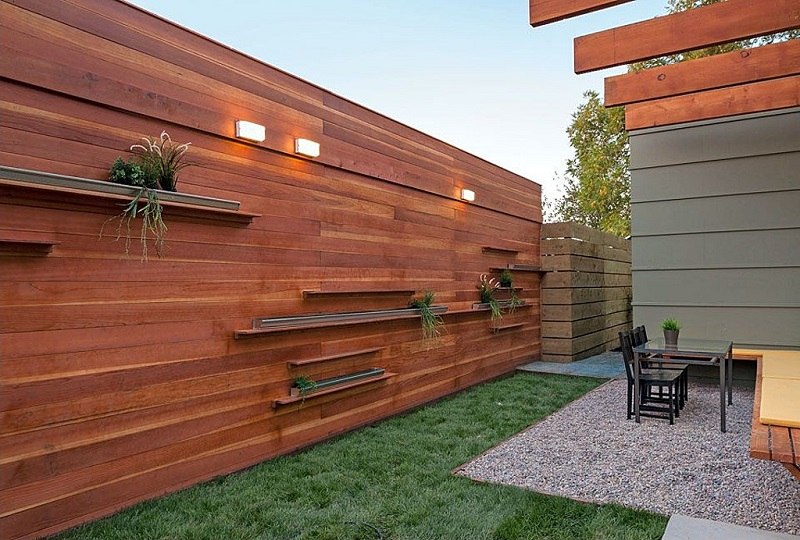 Фото стильных деревянных заборов
