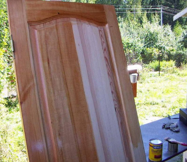 Чем покрасить деревянные двери в домашних условиях