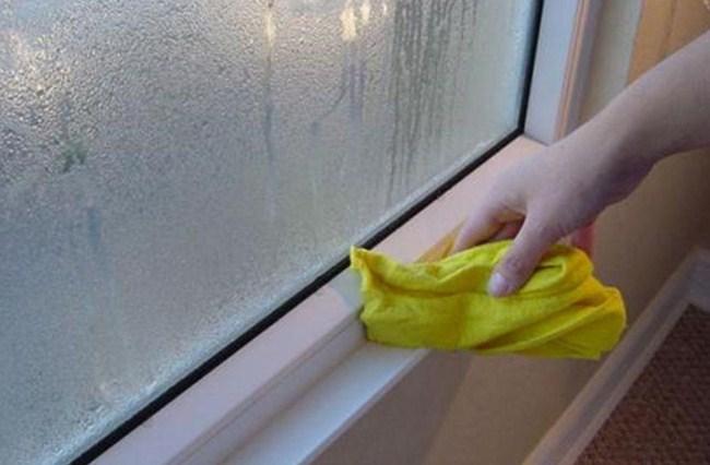 Почему отпотевают пластиковые окна в деревянном доме: причины и методы борьбы