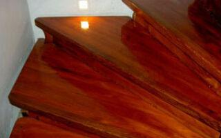 Как правильно покрыть деревянные поверхности лаком?