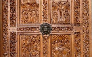 Виды резных дверей из дерева
