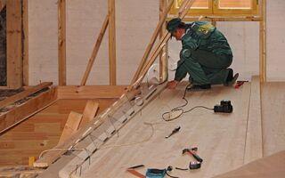 Проведение теплоизоляции на втором этаже деревянного дома