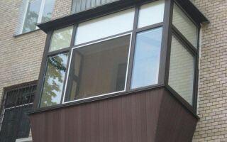 Чем удобен деревянный балкон?