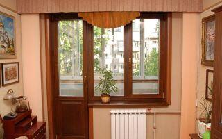 Виды деревянных дверей на балкон