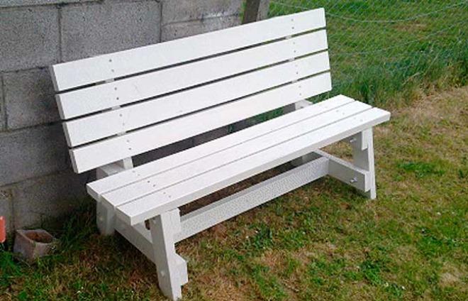 Простая деревянная скамейка