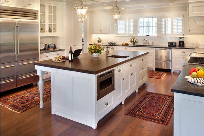 кухня с деревянной столешницей