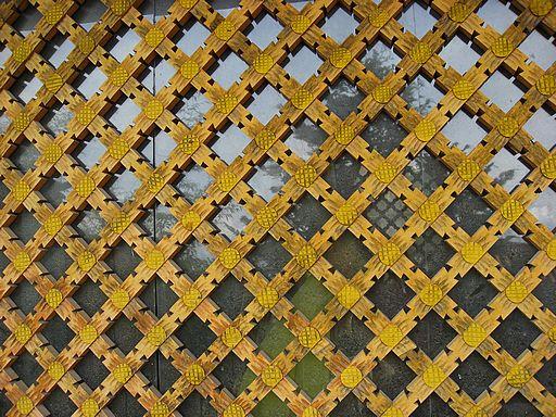 деревянная решетка на окна