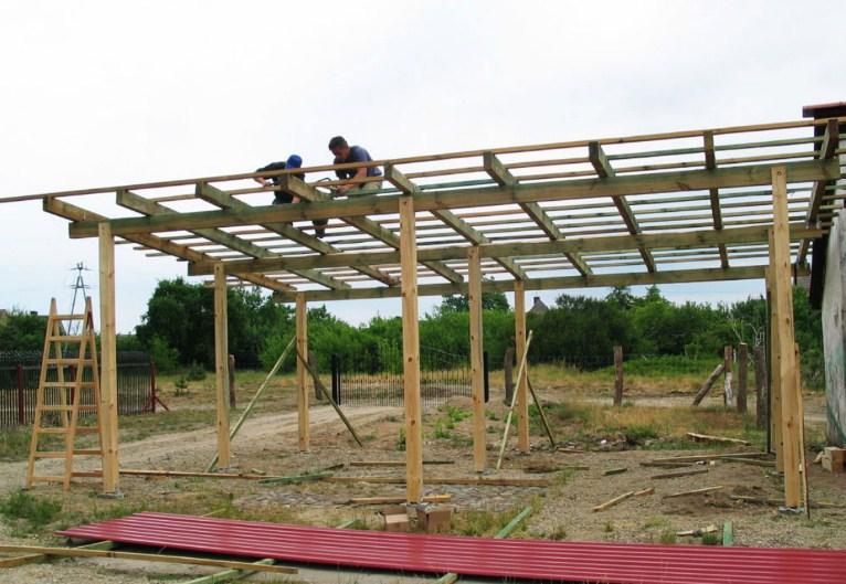 строительство деревянного навеса
