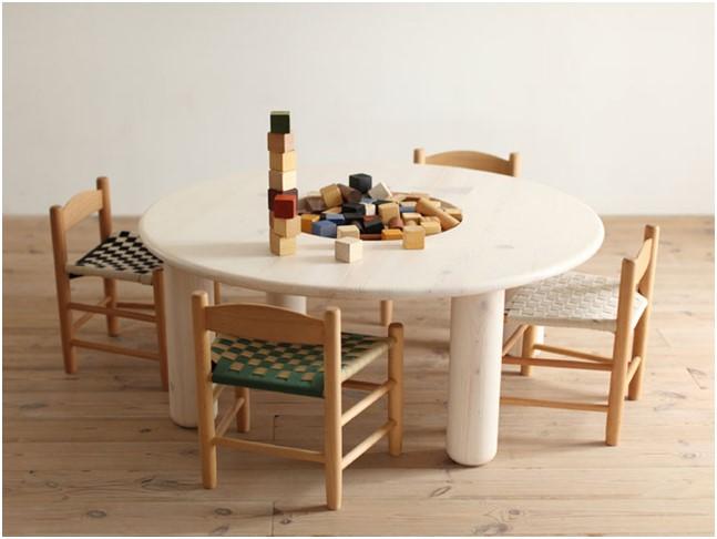 Детские стулья и столик