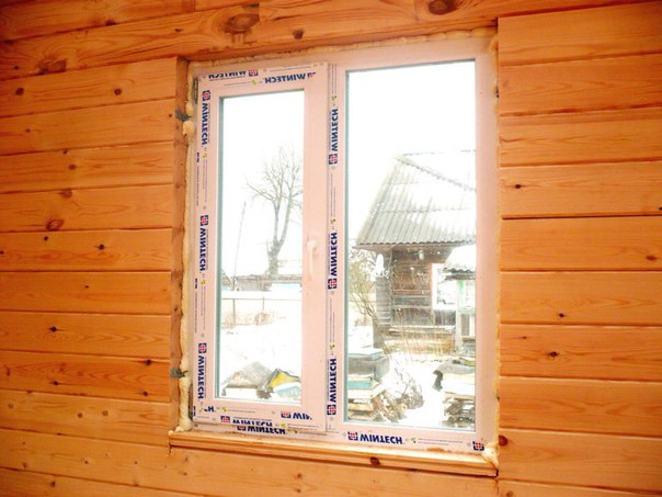 монтаж пластикового окна в деревянном доме