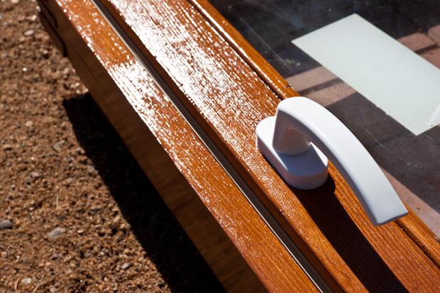покрытие деревянных рам лаком