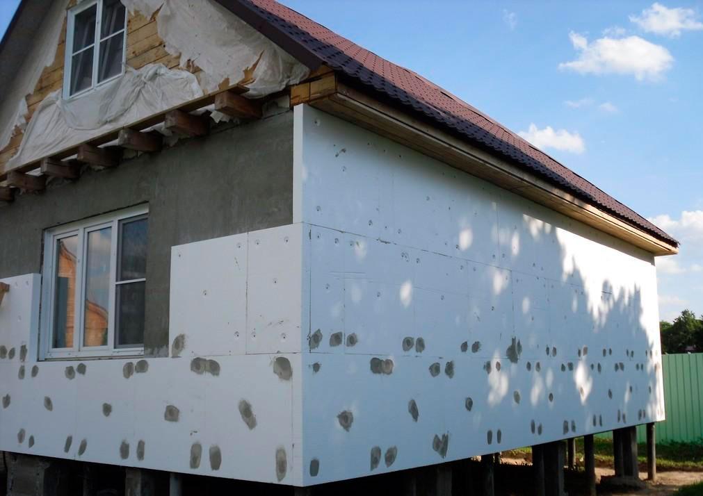 дом с пенапластом