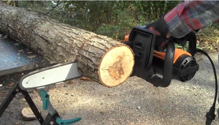 Электрическая пила по дереву ручная