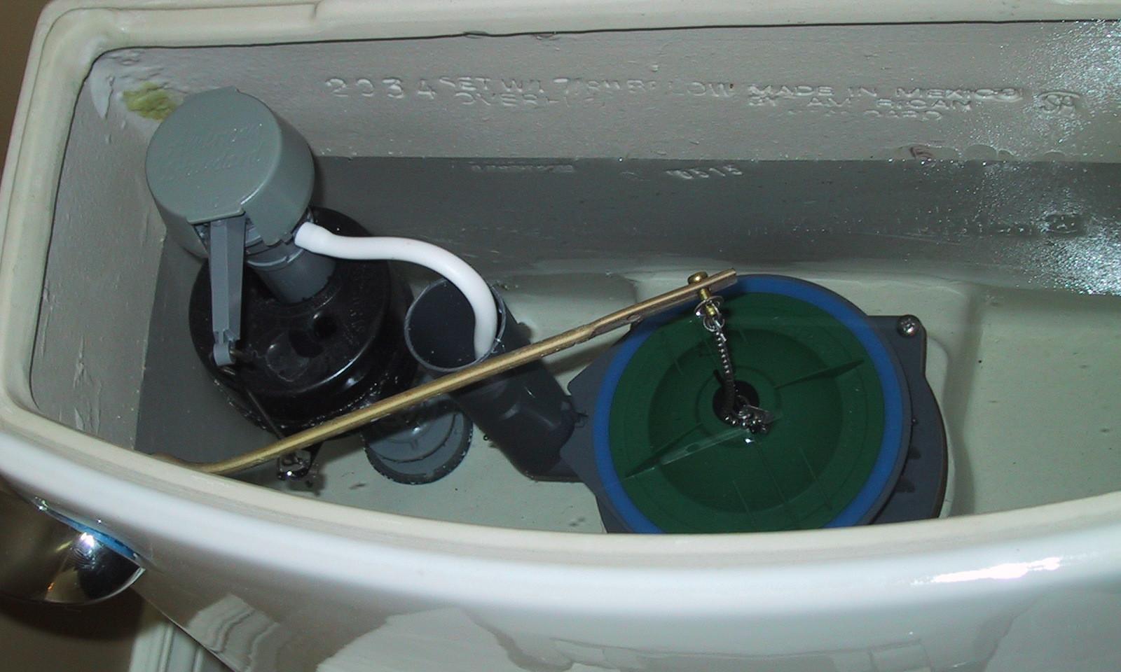 Унитаз не смывает и поднимается вода